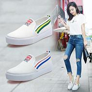 新款时尚平底休闲小白鞋